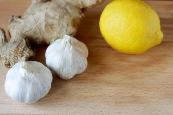 علاج انسداد الشرايين بالثوم والليمون والزنجبيل