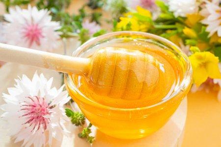 فوائد وضع العسل على السرّة