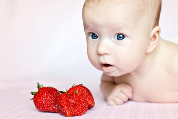 فوائد الفراولة للأطفال و زبادي الفراولة و طريقة صنعه